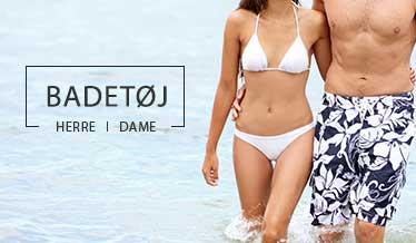 Kvinde i hvid bikini og mand i blomstrede badeshorts