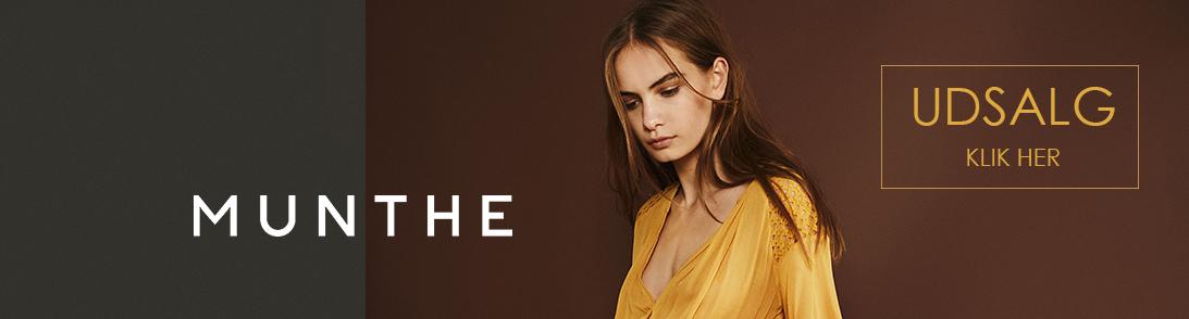Munthe logo og model i gul kjole