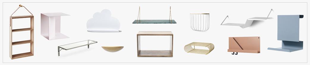 Forskellige hylder, enkle, kasser. Pastel og træ.