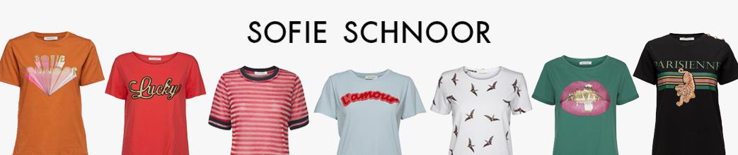 Sofie Schnoor t-shirts med striber, tekst og print.