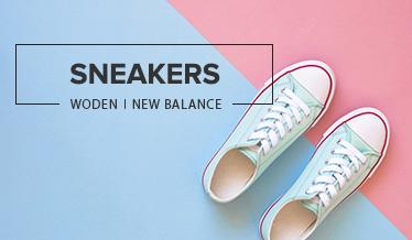 Sneakers på pastelfarvet baggrund