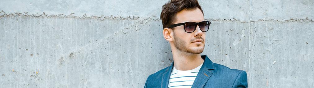 Stilfuld mand med solbriller