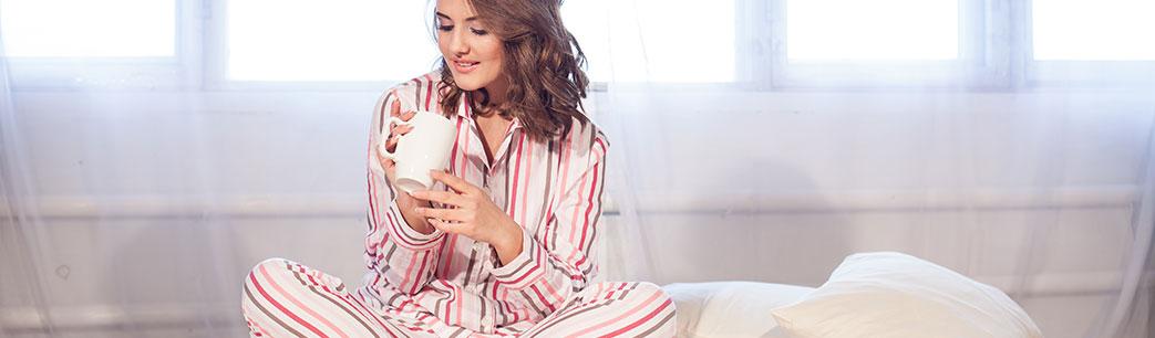 Kvinde i pyjamas