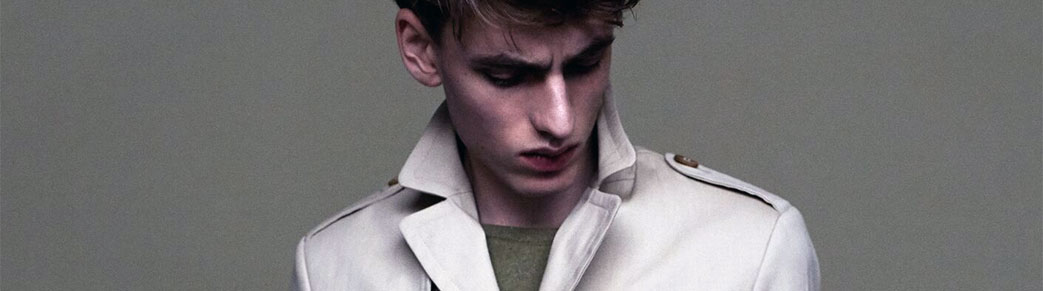 Mand i Bertoni frakke