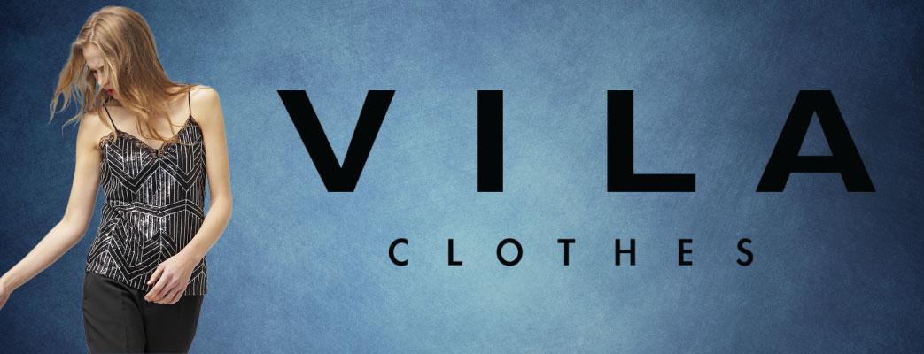 Billede med model i Vilatøj og Vila logo