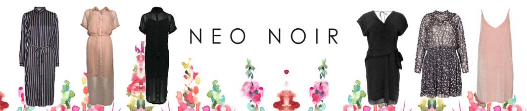 Maxikjoler og korte kjoler fra Neo Noir med blomster i baggrunden