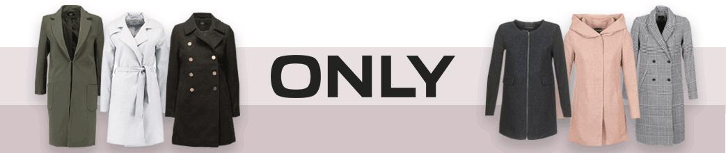 Forskellige frakker og ONLY logo på stribet beige baggrund