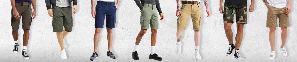 Mænd i cargo shorts i forskellige farver